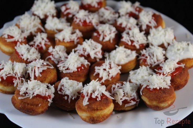 Der Teig besteht aus nur 3 Zutaten. Mit Ketchup, geriebenem Käse, Knoblauch oder Mayonnaise verzieren.