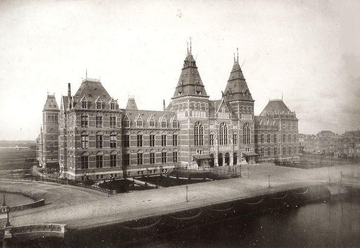 Het Rijksmuseum na de oplevering in 1885, naar een ontwerp van P.J.H. Cuypers.