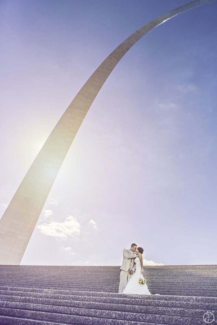 bride and groom at the st louis arch by forte photography & cinema