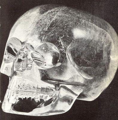 Calavera azteca de cristal de roca