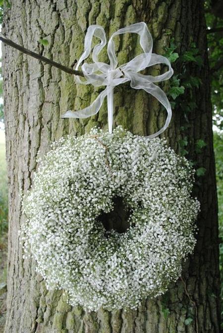 English gypsophilia wedding wreath #Florals #Floral Design #Flower Arrangements
