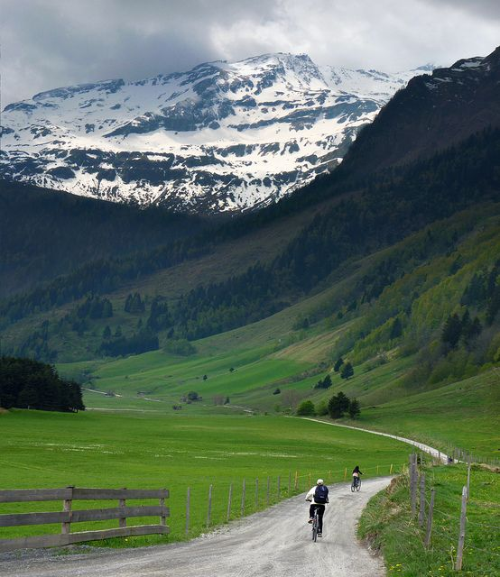 Mountain biking in the unspoilt valley of mount Ritterkopf  By B℮n