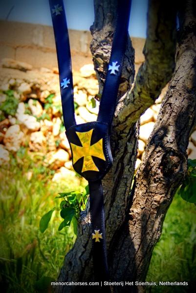 menorquin-brest-collar-cross by Pura Raza Menorquina, via Flickr #menorcahorses