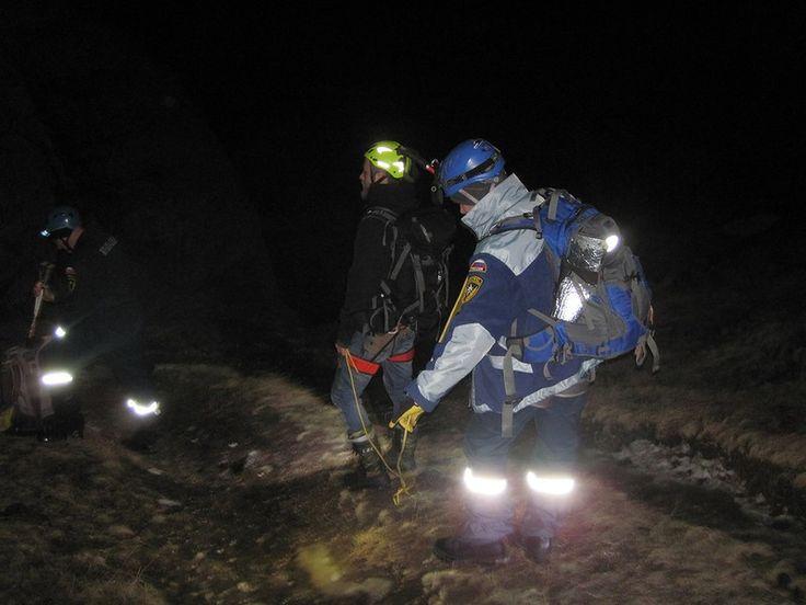 """Спасатели более двух часов искали на горе Демерджи двух заблудившихся туристов http://all-realty-krym.ru/news/n-t/spasateli-bolee-dvukh-chasov-iskali-na-gore-demerdzhi-dvukh-zabludivshikhsya-turistov  И еще полтора часа алуштинские спасатели эвакуировали туристов с горы по безопасному маршруту. Вечером в пятницу оперативному дежурному Алуштинского аварийно – спасательного отряда """"КРЫМ-СПАС"""" поступила информация о том, что двое людей находится на г. Ю. Демерджи, из-за густого тумана и…"""