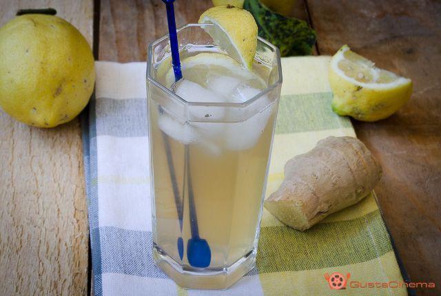 Limonata allo zenzero e menta è una bevanda fresca, dissetante e sana. Ricca di vitamina C è adatta per ogni stagione: fredda d'estate e calda d'inverno!