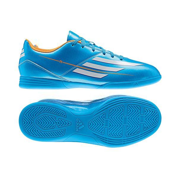 Sepatu Futsal Adidas F5 IN J F32742 memiliki sebuah outsole cleat yang memberikan pegangan maksimum di semua arah tanpa titik-titik tekanan yang berlebihan pada kaki. Diskon 15% dari harga Rp 429.000 menjadi Rp 369.000.