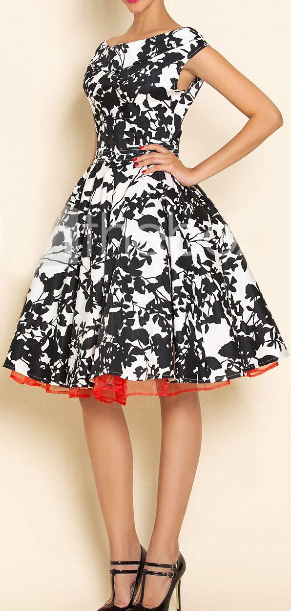 Vintage 1950s style swing dress // love.