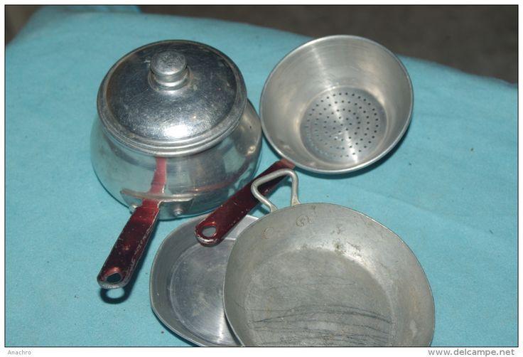 CUISINE DINETTE MAISON de POUPEE / lot CASSEROLES TOLE ALUMINIUM  Années 50/60 Je détestais et je déteste encore les casseroles...