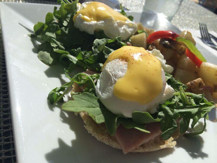 Ovos Beneditinos, Um dos pratos mais irresistíveis de um bom café da manhã se chama egg benedict – ou ovos beneditinos. Na gastronomia internacional ...