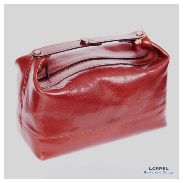 Lorpel toiletry case  Hand made in Portugal with natural leather.  #lorpel #lorpelfashion #handmadeinportugal