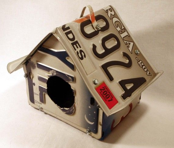 to use up some of the old license plates lying around...: Crafts Ideas, Birds Gardens, Style License, Licen Plates Birds House, License Plates, Tags Birdhouses, Plates Birdhouses, License Tags, License Tags