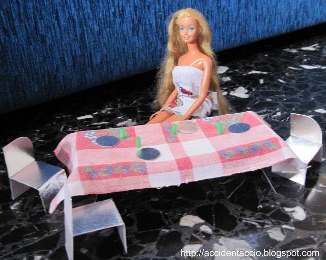 Tavolo con sedie per Barbie