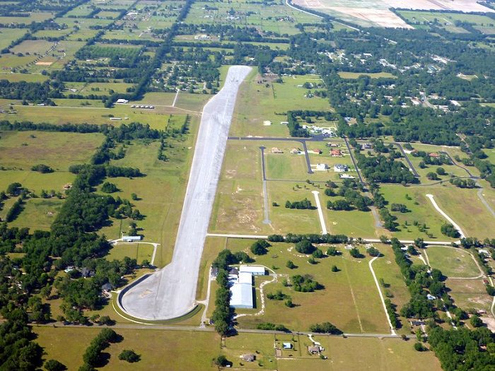 AD-John-Travolta's-House-Is-A-Functional-Airport-With-Runways-06