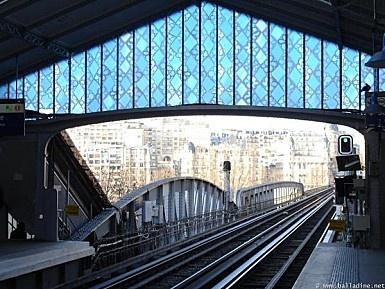 La station de métro Bir Hakeim A beautiful glass roof signed by the American artist Judy Ledgerwood