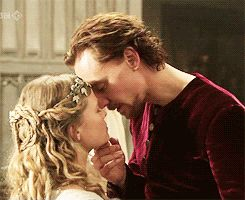 Community: 26 Gifs Of Tom Hiddleston Making Out. You're Welcome!
