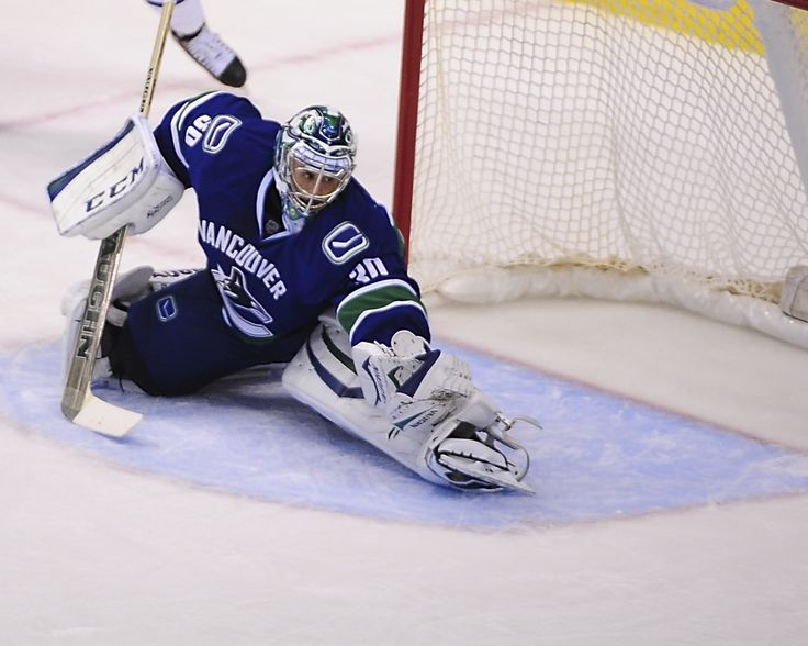 Ryan Miller Returns: The St. Louis Edition - http://thehockeywriters.com/ryan-miller-returns-to-face-blues/
