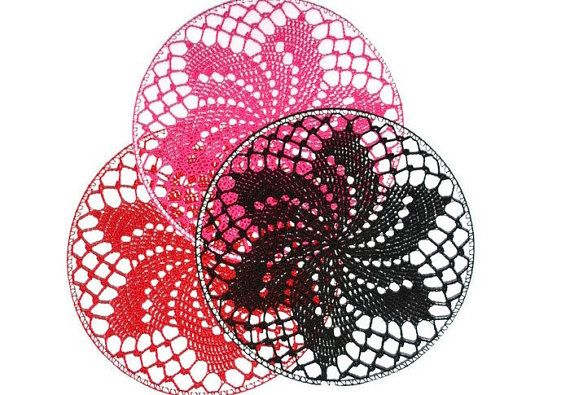 Crochet Earring Holder, Wall Decor by MaKatarinaCorner #crochetwalldecor, #walldecor , #bohodecor, #floralwalldecor , #earringholder, #crochetearringholder, #laceearringholder, #doilywalldecor, #doilyearringholder