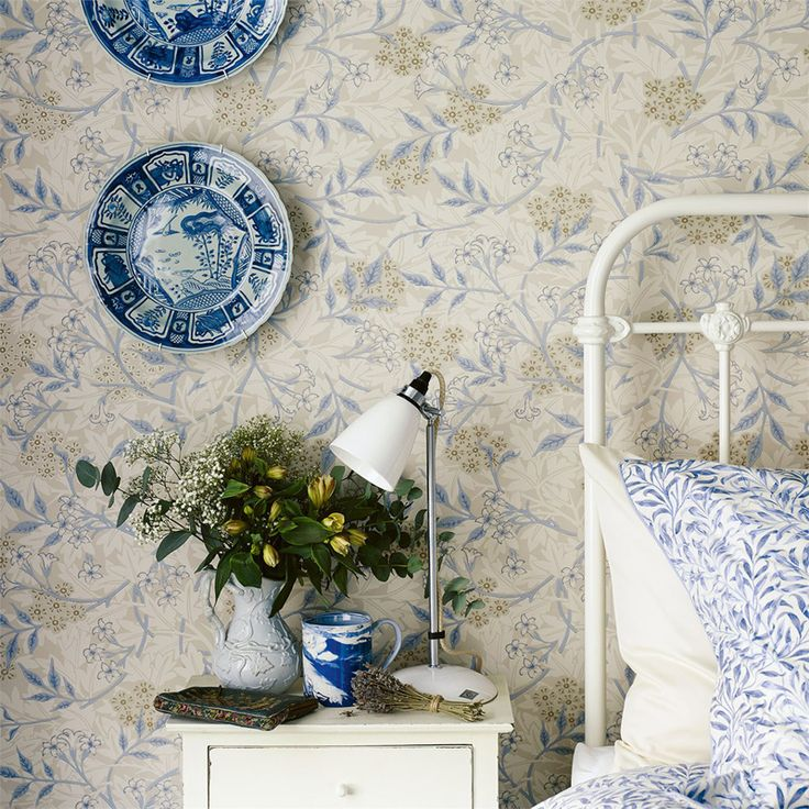 Jasmine Ecru/Woad från William Morris & Co