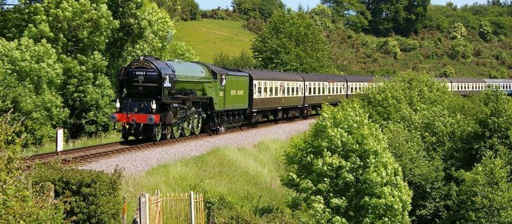Hop aboard the dog friendly Bodmin & Wenford Railway and take in the scenery in true, 1950s style. #steamrailways #steamtrains #dogfriendlycornwall #cornwall #bluechipholidays