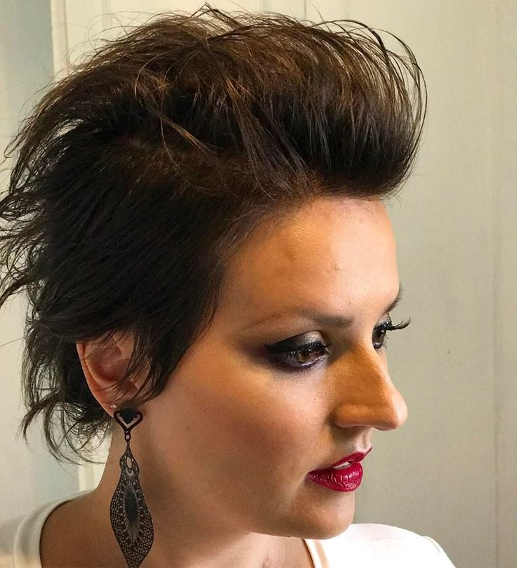 Mohawk and diva makeup on Rebeca =)