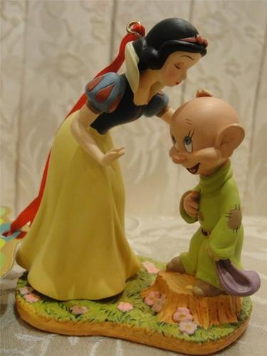 Snow White and Dopey Cake Topper. A great idea for the Disney Theme! And afterwards you have a keepsake to keep forever.