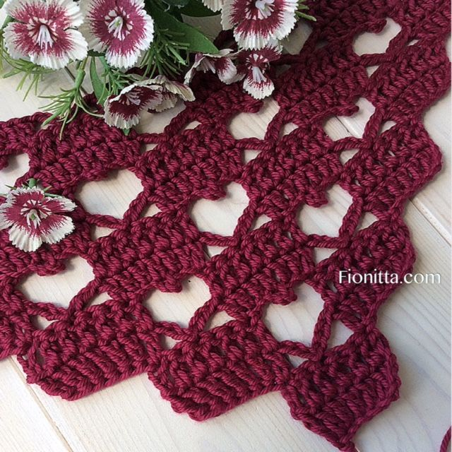 "Shawl "" Hello March with hearts"" By Fionitta 