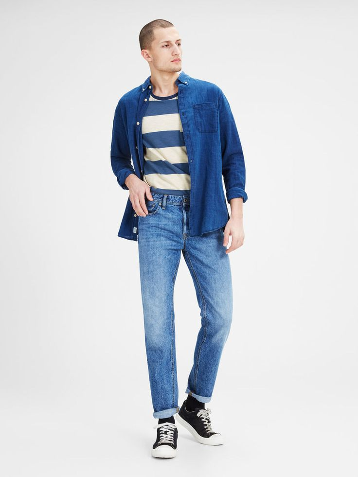Wide striped white and blue t-shirt for a vintage look. Into the hipster vibe? pair it with high waisted jeans, black sneaks and a loose shirt | JACK & JONES