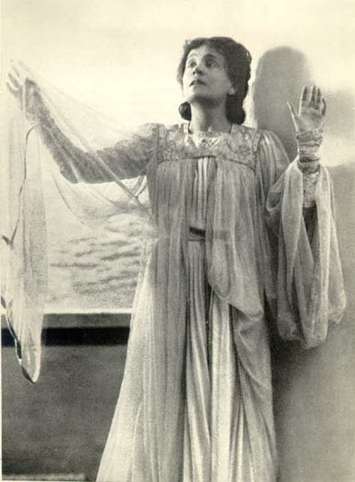Eleonora Duse, fidanzata di D'annunzio, prima ad interpretare la tragedia