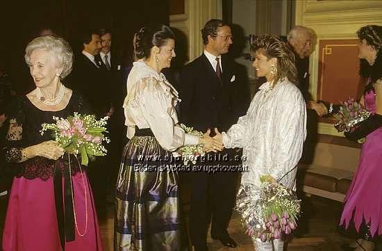 Carola Häggkvist med kungaparet 1992