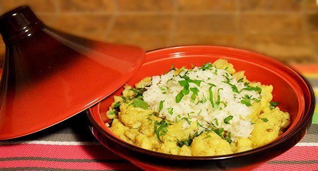 Il curry di cavolfiore è un piatto dal gusto speziato che vi trasporterà in un secondo in un mondo lontano.