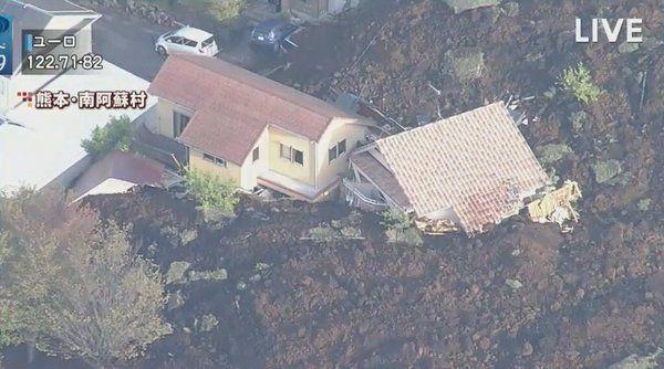 Frana lascia gravi danni causati dal terremoto di M7.0 a Kumamoto, Giappone.