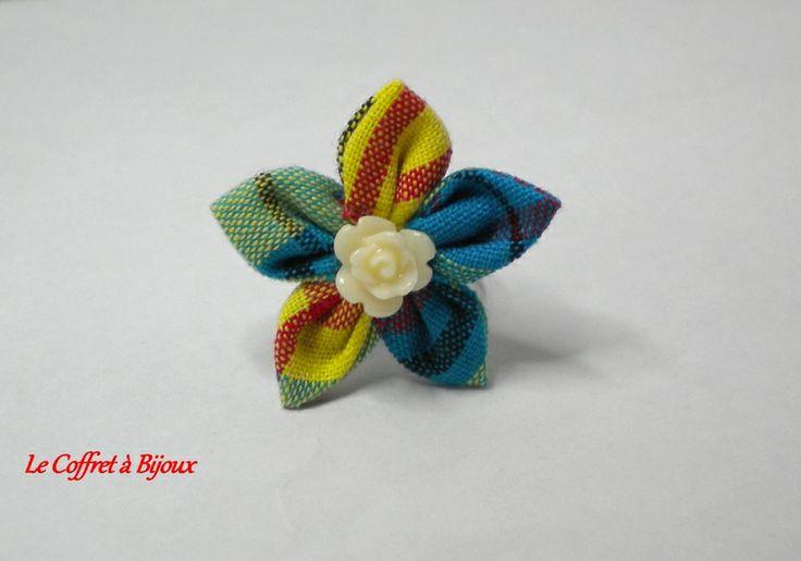 Bague Fleur Multicolore en Tissu Madras Antillais de le coffret à bijoux sur DaWanda.com