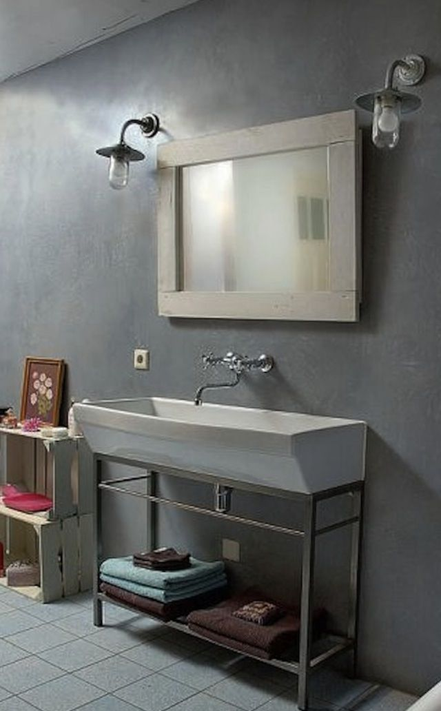 The bathroom walls are finished in a gray matte Pandomo material made from a concrete mix.