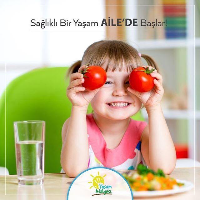 Sağlıklı bir yaşam ailede başlar!  3-5 yaş arası dönemdeki çocukların beslenmesi aile fertlerinden ayrı düşünülemez. Aile olarak ne kadar sağlıklı ve dengeli beslenirseniz seçtiğiniz gıdalar ne kadar doğal, organik ve katkı maddesinden uzak olursa çocuklarınız da o kadar sağlıklı ve dengeli beslenir. Çünkü çocuklar ailelerin sözlerini değil, ayak izlerini takip eder.  www.yasamatolyesi.com.tr 0 232 238 43 88  #YaşamAtölyesi #İzmirYaşamAtölyesi #İzmir #eğitim #otizm #beslenme…