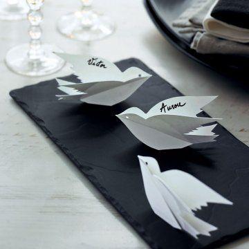 Marque place en papier en forme d 39 oiseau avec nom de l 39 invit inscrit - Video amour sur une table ...