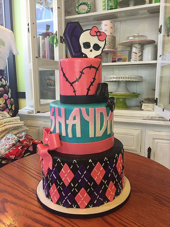 Monster High themed Birthday Cake with Fondant skull and coffin. #peridotsweets