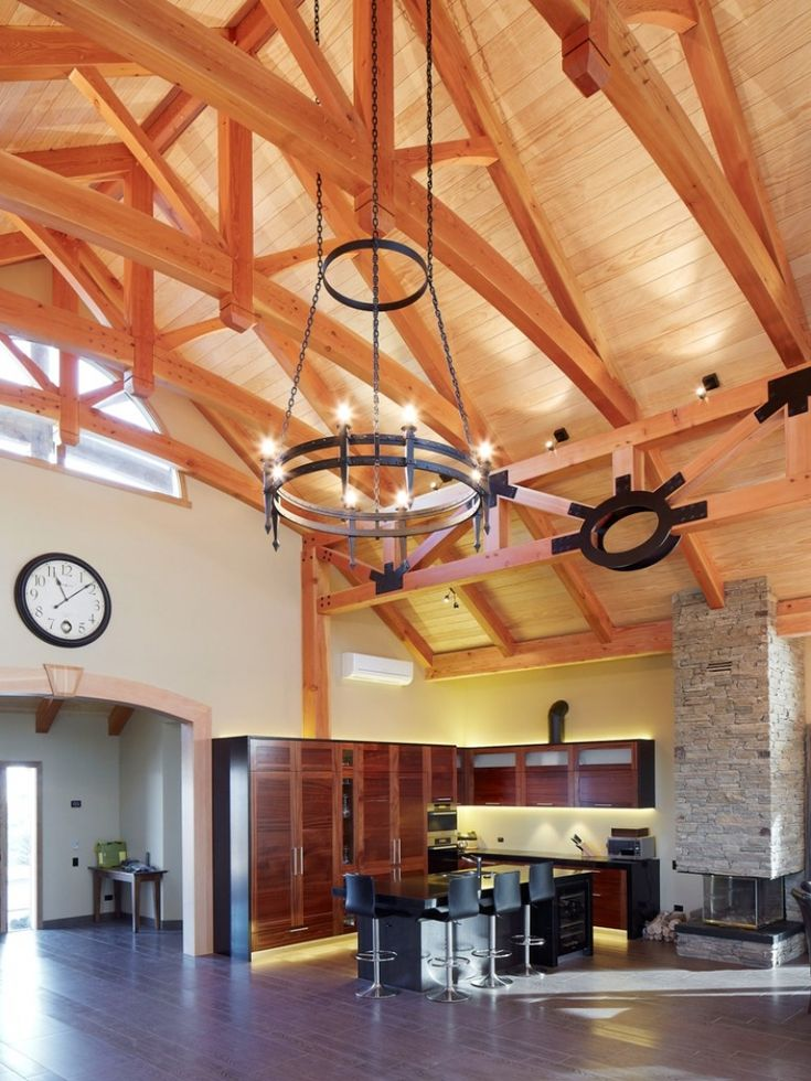 Spectacular vaulted ceiling provides fantastic feeling of light and spaciousness.