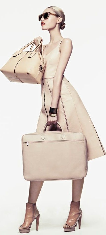 Love the nude color.Cora Keegan, Outfit Sets, Travel Bags, Travel Fashion, Travel Outfit, Grace France, Travel Style, Fashion Editorial, Honer Akrawi