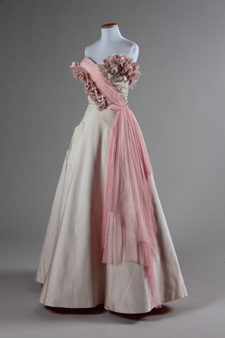Abito femminile da sera   Identifier 00003524   Temporal keyword 1952-1953   Creator Manifattura italiana   Galleria del Costume di Palazzo Pitti