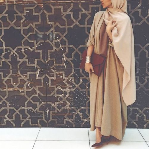 neutral abaya style- How to style your Abaya cardigan for Ramadan http://www.justtrendygirls.com/how-to-style-your-abaya-cardigan-for-ramadan/