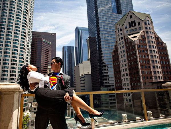 superman theme engagement photos - super cute engagement pic idea!