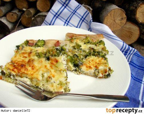 Slaný koláč s brokolicí a šmakounem