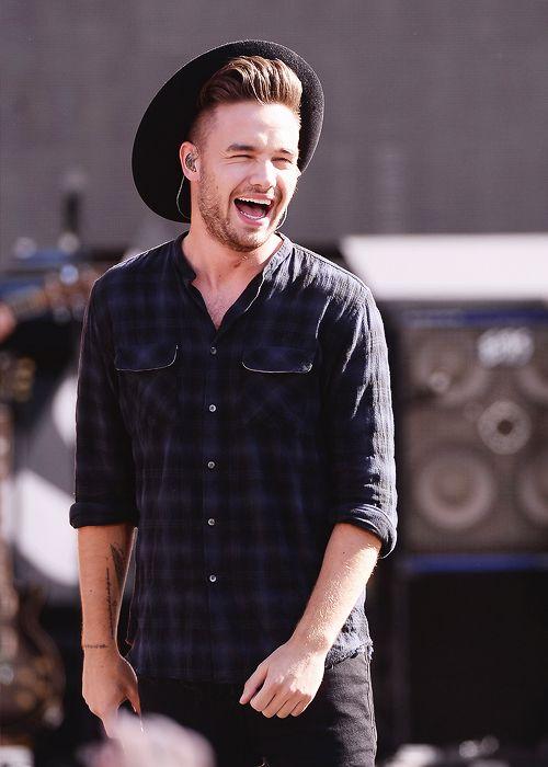 Ο Liam Payne is the best singer in the England  but all 1 direction is very good!!!!!!