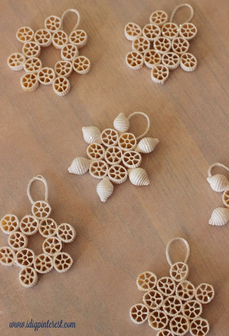 I Dig Pinterest: Winter Kids' Crafts: Paper Plate Snowman and Pasta Snowflakes