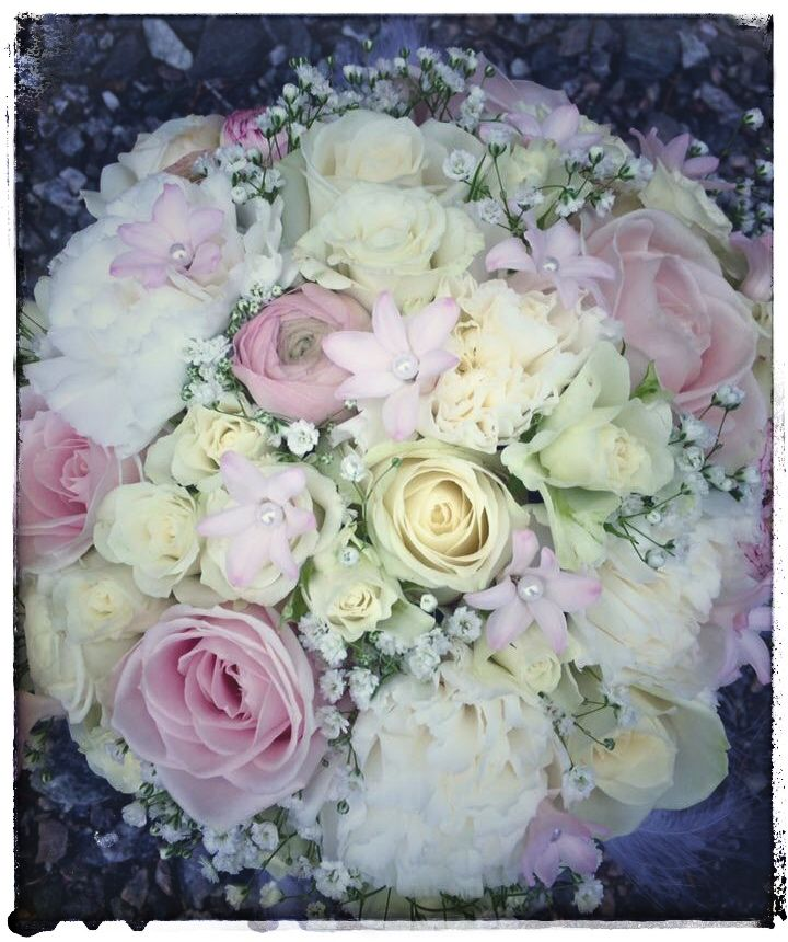 Avalanche roses, hyacints, ranunculus, carnations , gypsophila