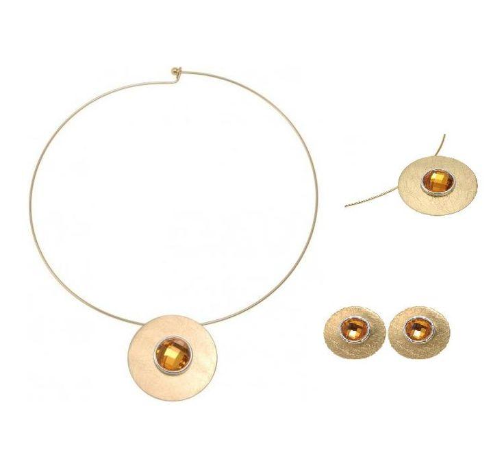 Mooie halsketting met bijpassende oorbellen  http://www.deoorbel.nl/mat-goudkleurige-halsketting-met-metalen-hanger-en-strassteen-p-13997.html