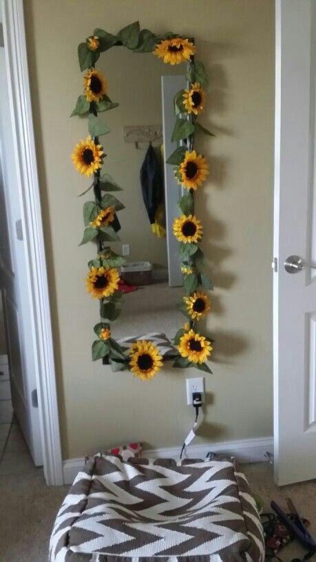 Sunflower mirror :)   Yellow room decor, Sunflower room ...