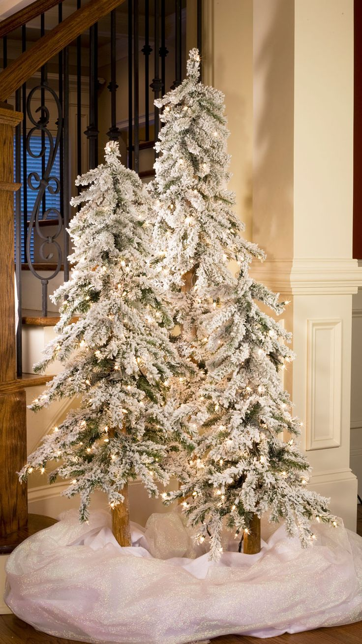 5' Flocked Alpine Tree, 200 Clear Lamps