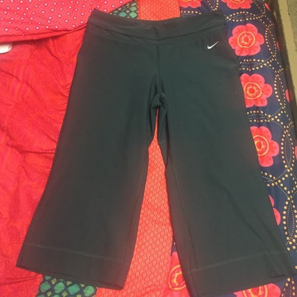 NIKE yoga pants. Medium. NWOT Never been worn, Nike yoga pants! They go down to about mid-calf area. Size-medium in a beautiful charcoal grey Nike Pants Leggings