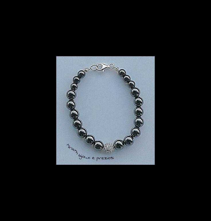 Bracelets hematite : bracciale in ematite e sfera centrale in acciaio con zirconcini, chiusura in argento 925 € 15